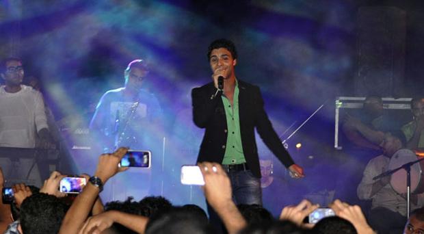 بالصور: أحمد جمال في أوّل حفل جماهيري بعد أراب أيدول