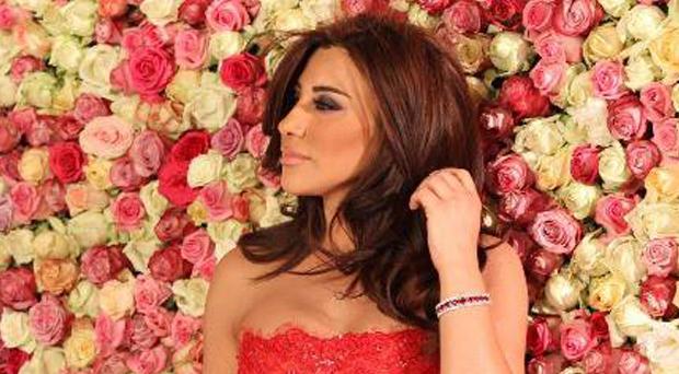 بالصورة: نجوى كرم تلقّت وردة مميّزة من جمهورها وتنشر الحب