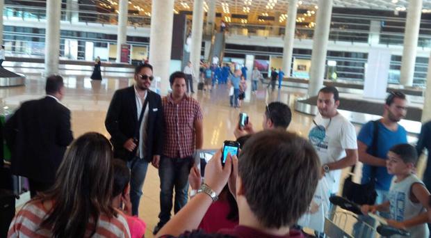 بالصور: رامي عياش يحيي حفلاً كبيراً في المملكة الأردنية وجمهوره يستقبله في المطار