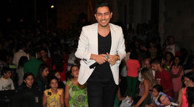 وائل سعيد يغني أمام ألفي شخص في بشري!