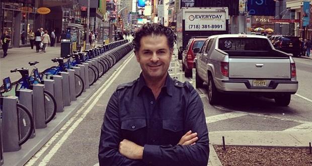بالصور: راغب علامة يتنزه في شوارع نيويورك