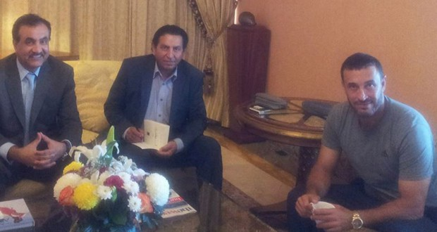 بالصور: القيصر كاظم الساهر وصل سلطنة عمان وبطاقات حفلتيه في دار الأوبرا بيعت بشكل هستيري