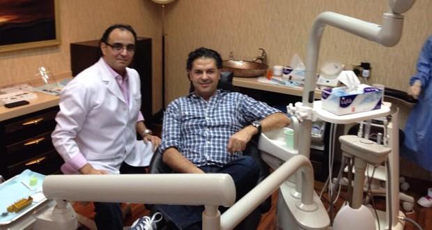 بالصورة: راغب علامة في عيادة طبيب الأسنان