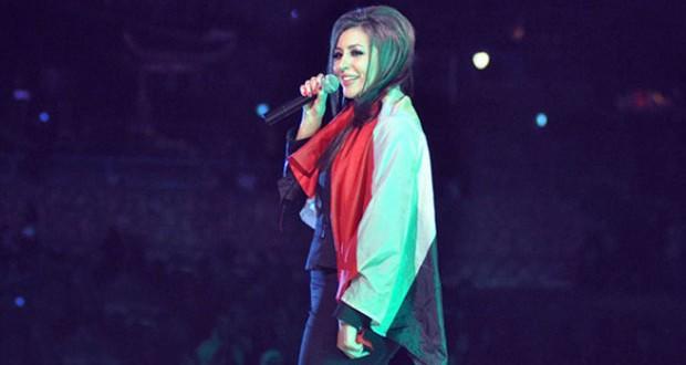 """بالصور: جنات رفعت علم مصر وقدّمت بأعلى صوت """"أحلف بسماها وبترابها"""" في دريم بارك"""