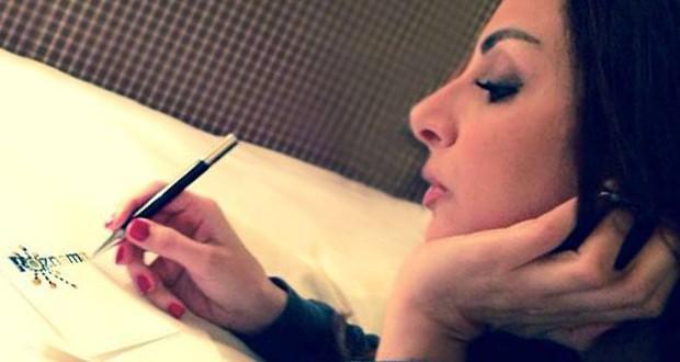 """بالصورة: أنغام تتعاقد مع شركة """"روزناما ريكوردز"""" وأغنية منفردة جديدة في ستار أكاديمي"""
