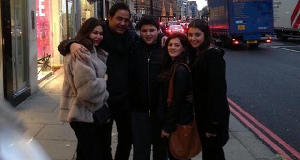 بالصورة: عاصي الحلاني مع عائلته في شوارع لندن ورمز للعائلة العربيّة