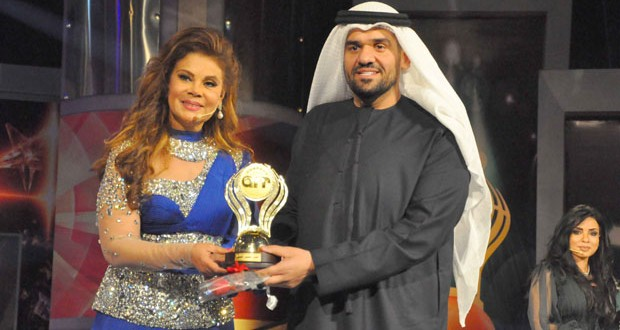 """بالصور: الجسمي يختتم 2013 بتكريم """"أفضل فنان عربي"""" في جوائز أوسكار art"""