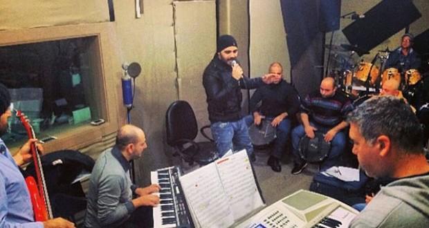 بالصورة: جوزيف عطيّة مع فرقته والتدريبات لحفلات العيد ورأس السنة