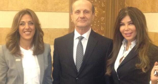 """بالصورة: وزير الداخلية يعيّن مي حريري سفيرة جمعية """"كن هادي"""" لعام 2014"""