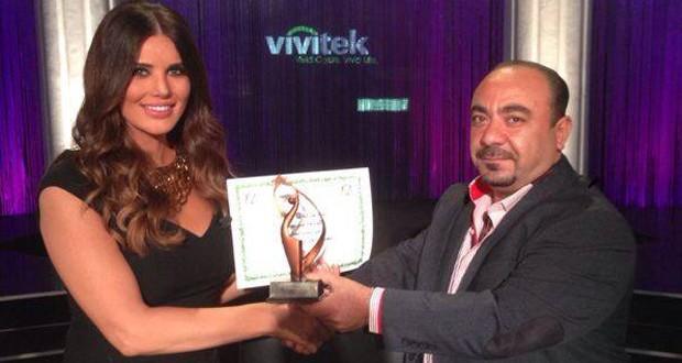 بالصورة: منى أبو حمزة أفضل إعلامية عربية للعام