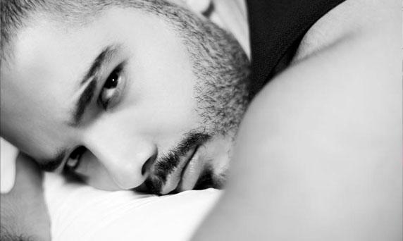 رامي عياش يشكر كلّ من كان بجانبه بعد وفاة والدته وهذه أولى كلماته بعد فقدانها