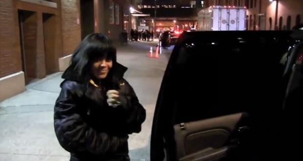 بالفيديو: حارس Rihanna الشخصي يصدمها بالباب في وججها