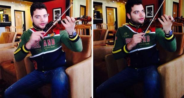 بالصور: عامر زيان يعزف على الكمان بعفويّة