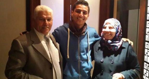 بالصور: بعد جولات عالمية ناجحة محمد عساف عاد إلى رام الله وإلتقى والديه