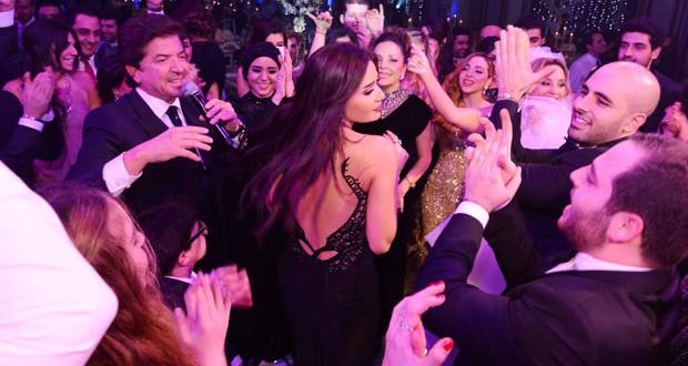 بالصور: سيرين عبد النور خطفت الأنظار والأنفاس في حفل زفاف إبنة المنتج صادق الصباح