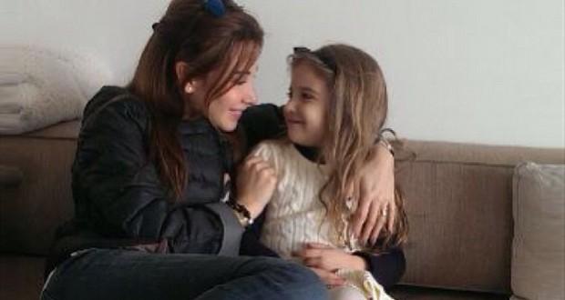 بالصورة: نانسي عجرم وإبنتها الجميلة ميلا في لقطة عفوية رائعة