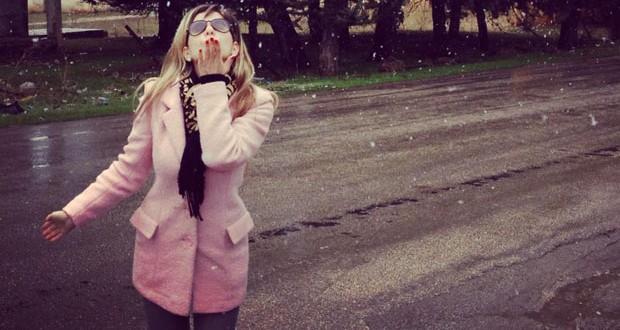 بالصورة: ناي سليمان تشارك في أوبريت جديد وتستمتع بثلوج لبنان