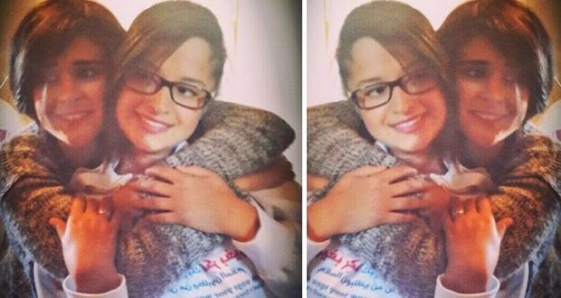 بالصورة: سلمى رشيد تنشر صورة مع شقيقتها