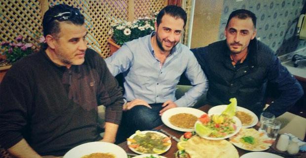 بالصورة: عبد الكريم في أحد المطاعم في سوريا وهذا ما قاله