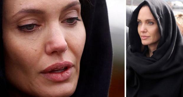 بالصور: أنجيلينا جولي بكت خلال زيارتها لمقابر ضحايا حرب البوسنة