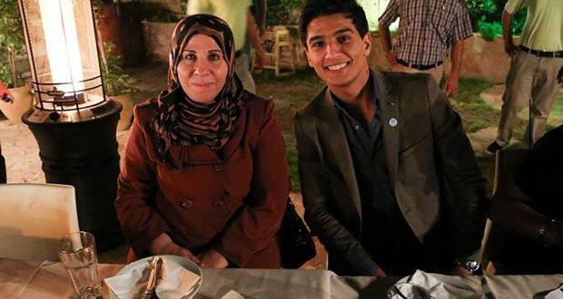 """بالصورة: محمد عساف يعايد والدته """"أم شادي"""" بكلمات من القلب"""