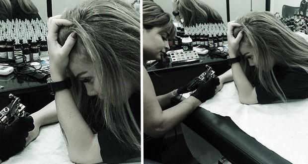 بالصورة: نيكول سابا تضع وشم جديد على يدها