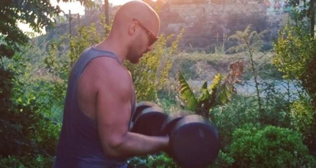 بالفيديو: جوزيف عطية يسرق الأنظار ويخطف أنفاس المعجبات بلياقته البدنية