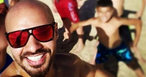 بالصورة: جوزيف عطية على شاطئ البحر وموسم الصيف ينطلق معه
