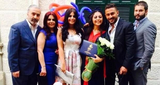 بالصور: صباح الجزائري تحتفل بتخرّج إبنتها مع عائلتها
