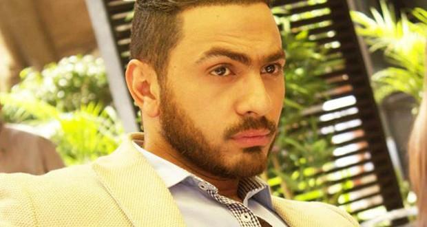 """تامر حسني عاد من بيروت مباشرةً إلى إستوديوهات تصوير مسلسل """"فرق توقيت"""""""