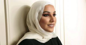 أول تعليق لنداء شرارة على خبر خلعها الحجاب
