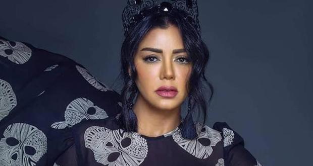 رانيا يوسف تطلّ بالأسود وتثير الجدل برسالة غامضة