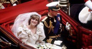 عرض قطعة من كعكة زفاف الأميرة ديانا للبيع بالمزاد
