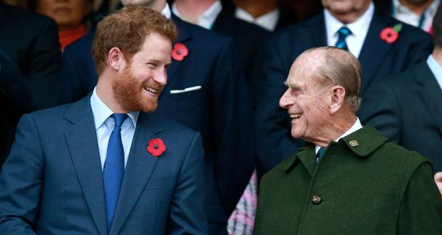 وفاة الدّوق تُعيد الأمير هاري إلى باكنغهام.. هل تُرافقه ميغان بعد زوبعة تصريحاتها؟