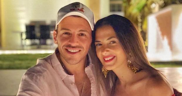 رامي رضوان يدعم زوجته دنيا سمير غانم بعد بكائها في حفل تكريم والديها