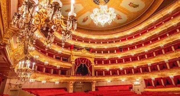 """وفاة فنان روسي بطريقة مروعة.. سقط عليه """"الديكور"""" على خشبة المسرح!"""